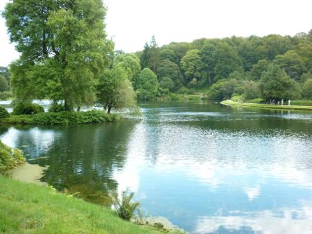 images/stourhead-lake-2.jpg
